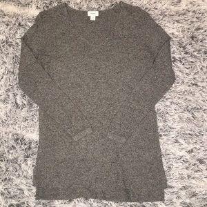 💕3/$20 Old Navy Long V-Neck Sweater
